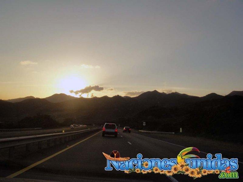 bella puesta del sol subiendo a ponce